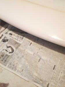 ワックスダウン新聞紙を敷く